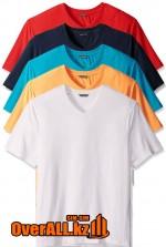 Голубая футболка с V-образным вырезом